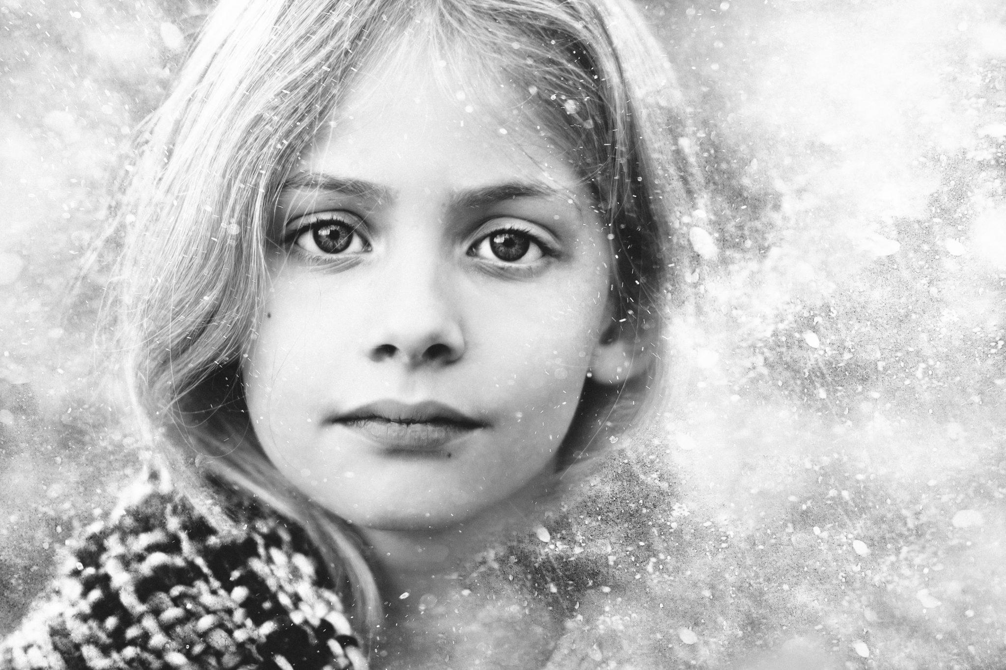 Portret sneeuw zwartwit Familie fotograaf | Fotograaf Lelystad & Veluwe | Familie | Fotoshoot