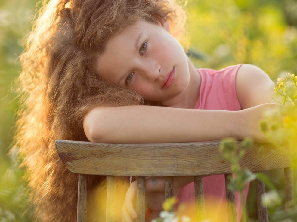 meisje in bloementuin portret Veluwe Lelystad