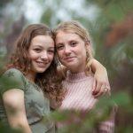 zusjes Familie fotograaf | Doetinchem | Familie | Fotoshoot | bos