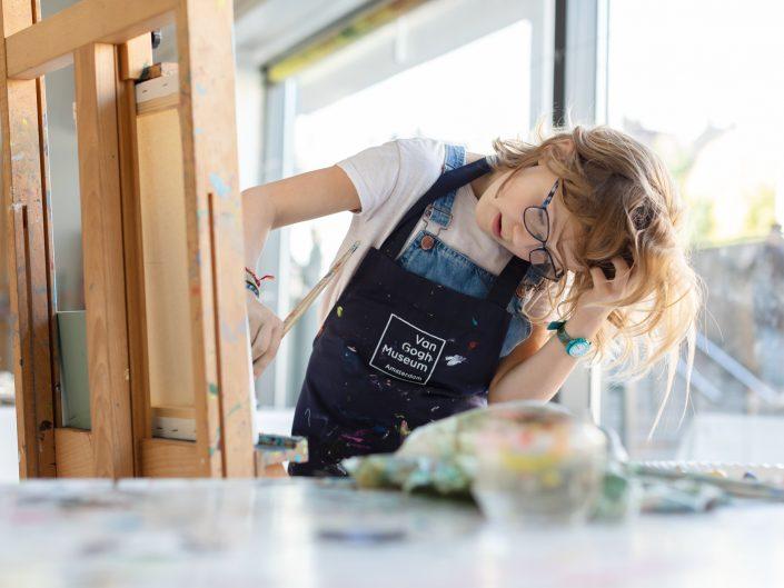 schilderen kind kinderfotograaf lelystad vangogh museum activiteiten verjaardagsfeestje portret zelfportret