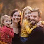 gezin op de zandverstuiving bij gemeente Elburg fotoshoot in het bos