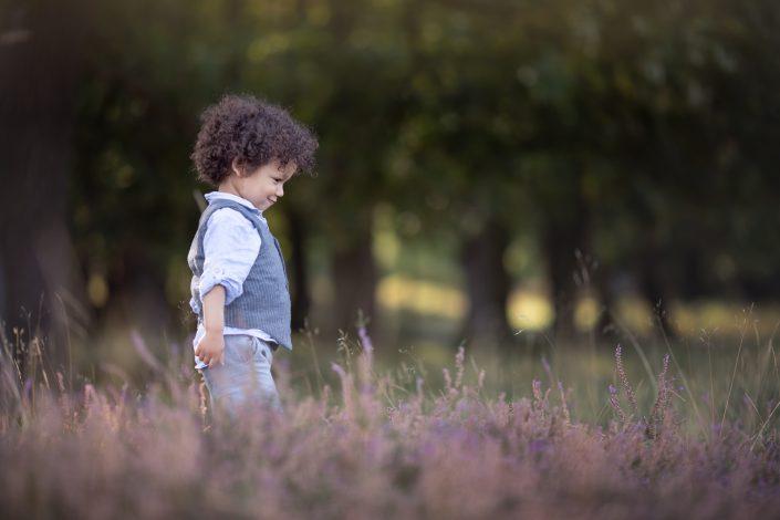 jongetje op de paarse heide fotoshoot Blaricum