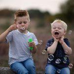 bellenblaas plezier fotoshoot Veluwe familie fotograaf Lelystad Doornspijk