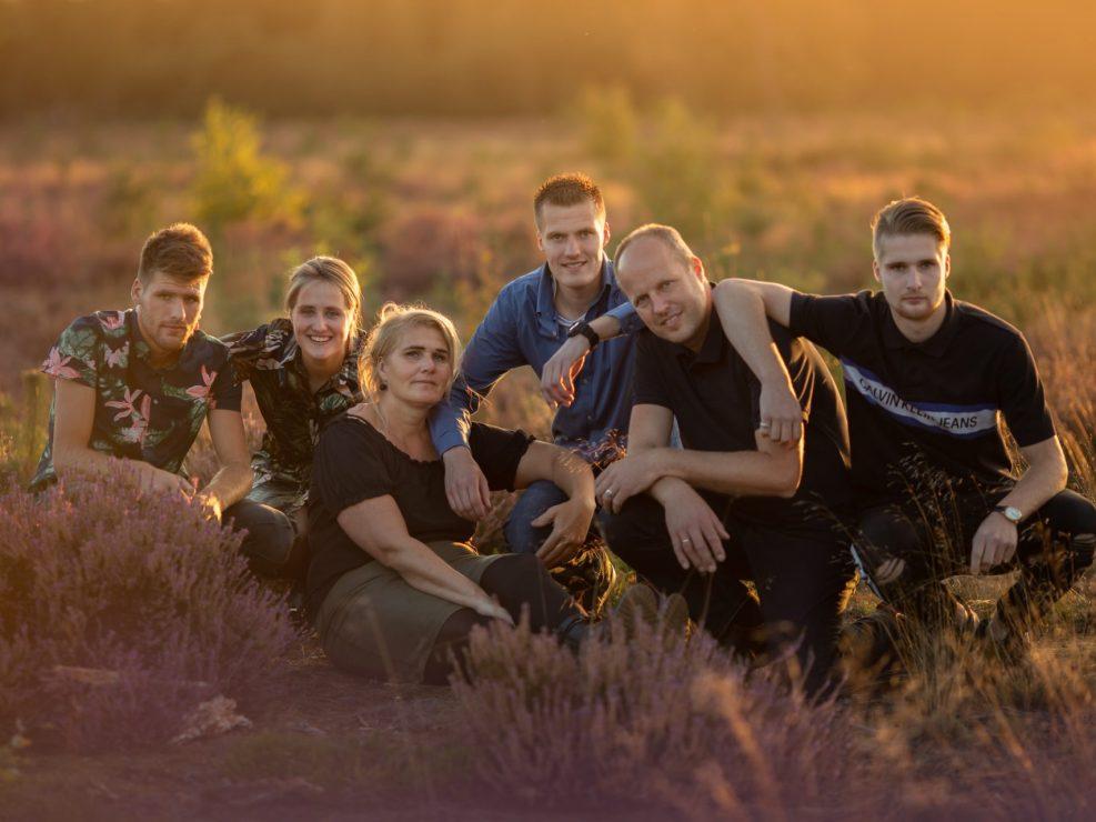 veluwe familie gezin fotoshoot gouden uur heide fotograaf Almere