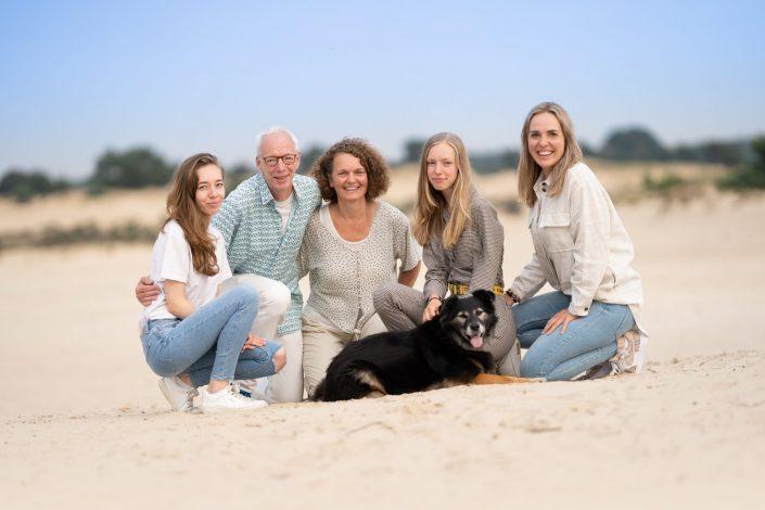 familie fotoshoot bij het Aekingerzand in het Nationaal Park Drents Friese Wold.