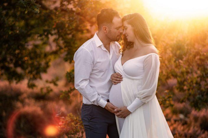 Zwangerschaps fotoshoot op de paarse heide